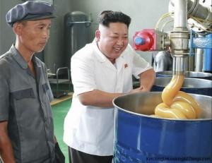 kju-looking-at-lubricant